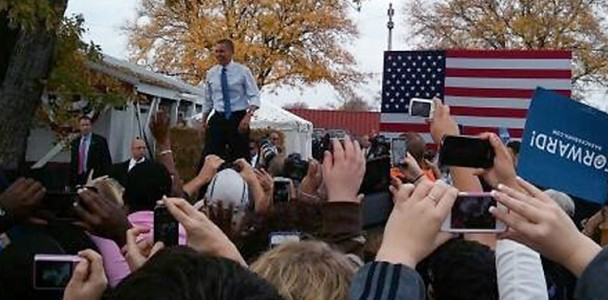 Obama_WalkingOnStage