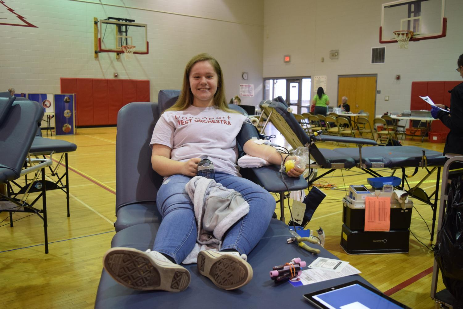 First time donor and sophomore Hannah Neyens lays patiently while donating.