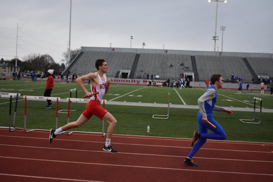 Keenan+Dolan++is+one+of+the+four+legs+in+the+3200+meter+relay+that+qualified+for+the+Drake+Relays.