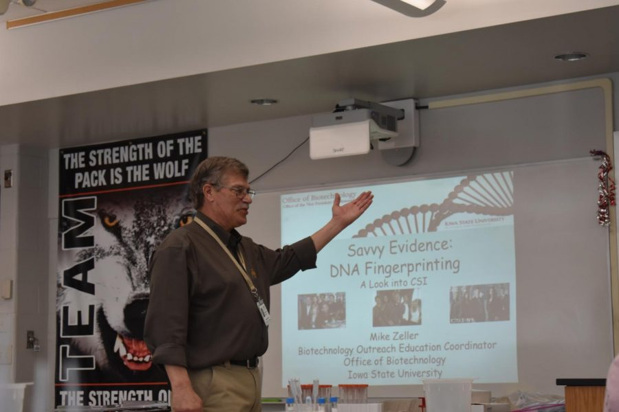 Biotechnology Outreach Education Coordinator Mike Zeller visits biology classes to talk about DNA.