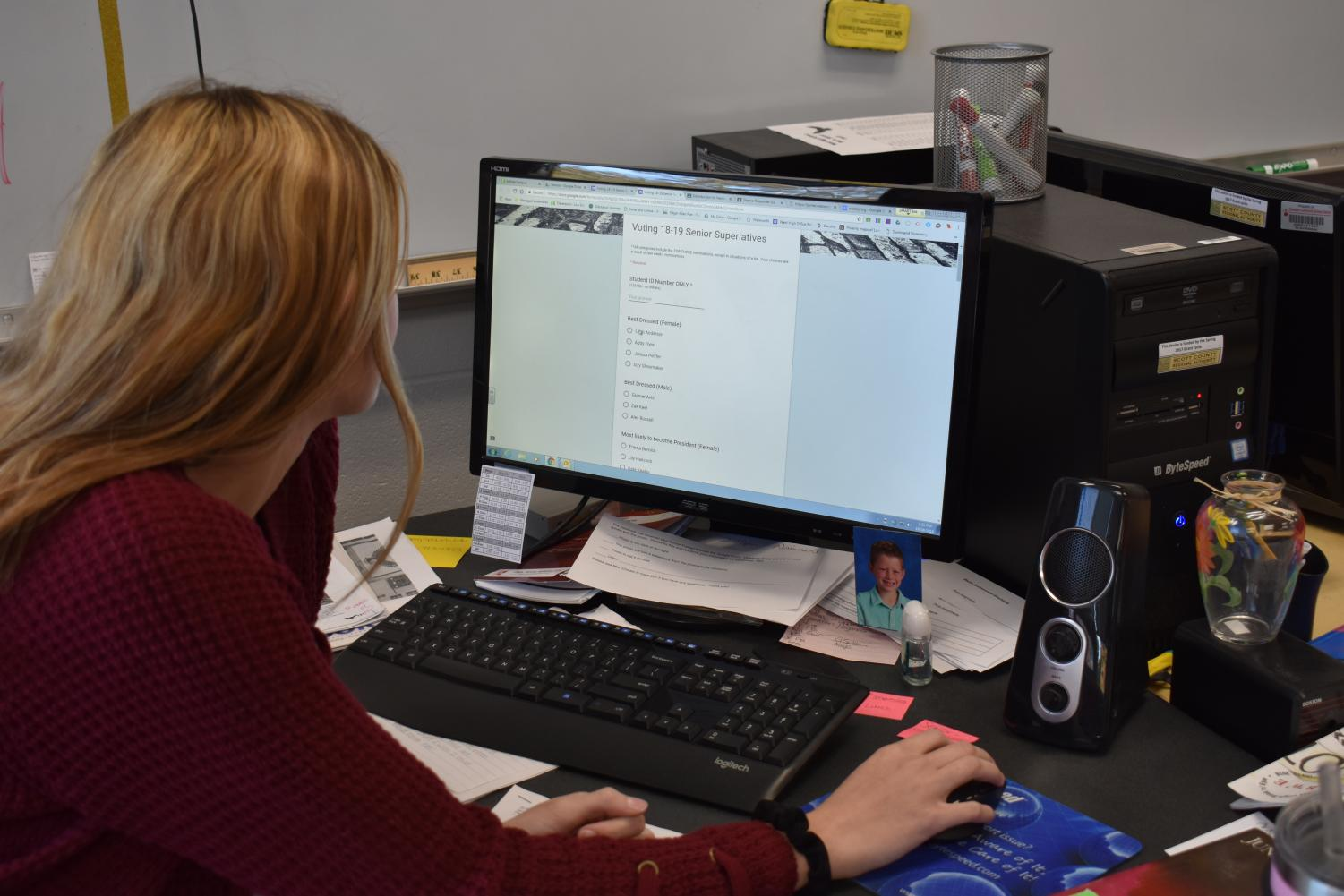 Senior Taylor Utterback casts her vote on the 2018-2019 senior superlatives form. She will join several other seniors this year who have cast their vote to help decide which of their classmates will be immortalized in the yearbook.