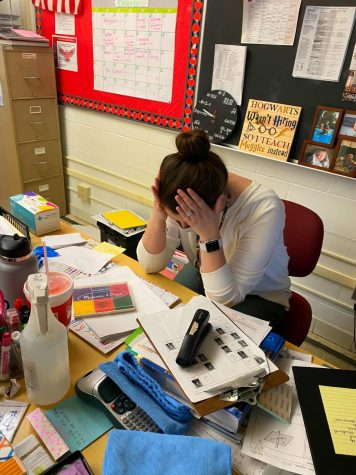 Aleksiejzyk observed that Klimek often came across as overwhelmed, especially when it came to her desk area. Although this isn't what it typically looks like, the full schedule has impacted not only the teachers, but the environment around them.