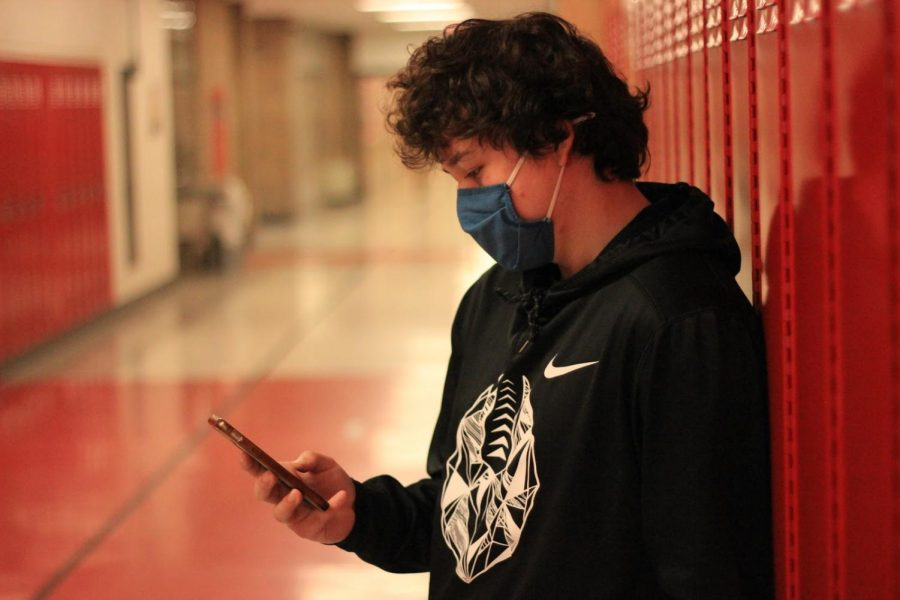According to The Local Project, there are roughly 6 billion texts sent per day in the U.S. 50 percent of West students say most of their screen time on their phone is from social media.
